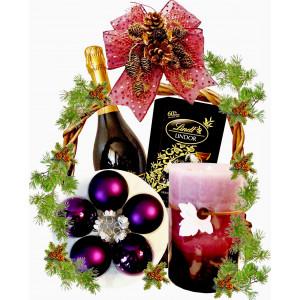Коледа за нея! Кошница с подаръци