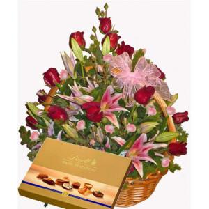 Елегантна вечер - Кошница с цветя микс