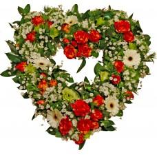 Сърце от цветя - аранжировка с цветя