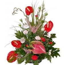Виктория - аранжировка с цветя
