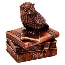 Owl on books - Statue