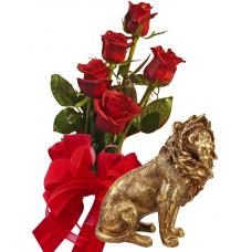 Bouquet of roses and Lion statuette
