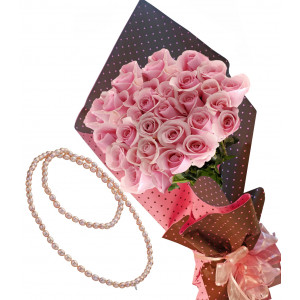 Pretty in pink # 8 - Rose bouquet & Margo - Pearls Necklace