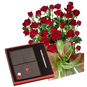 Saskia # 8 - Roses and Notepad and PIERRE CARDIN Pen