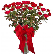 Maria - roses in a vase