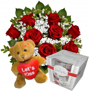 Sweet bouquet of roses and teddy bear