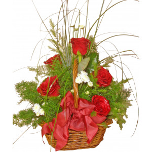 Малка кошница с рози
