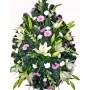 Траурен венец със свежи цветя